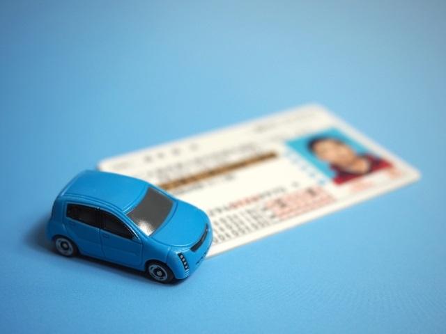 高齢者の免許更新が厳しくなった!その背景と自主返納のすすめ